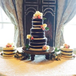 Three tiered naked cake with two single tierd naked cakes and fresh flowers